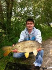 This is Mike Gist with a lovely common from peg 6 of the Carp Lake.  Mike used a 10lb line, a size 10 hook and a method feeder with soft strawberry 11mm pellets on a hair rig. He fished just out to the left of the island.